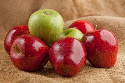C'est le soleil d'août ... dans Citations, proverbes... 8109024-belles-pommes-rouges-et-vertes-fraiches
