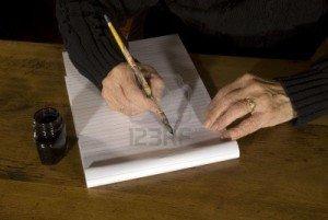 2338861-vieille-femme-est-en-train-d-39-ecrire-avec-un-crayon-et-encre-300x201 dans Textes à méditer (239)